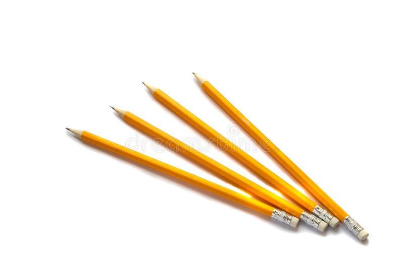 Quatre crayons jaunes sur le fond blanc photos libres de droits