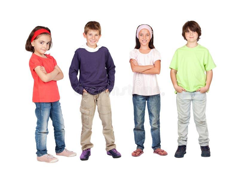 Quatre enfants heureux regardant l'appareil-photo photos stock