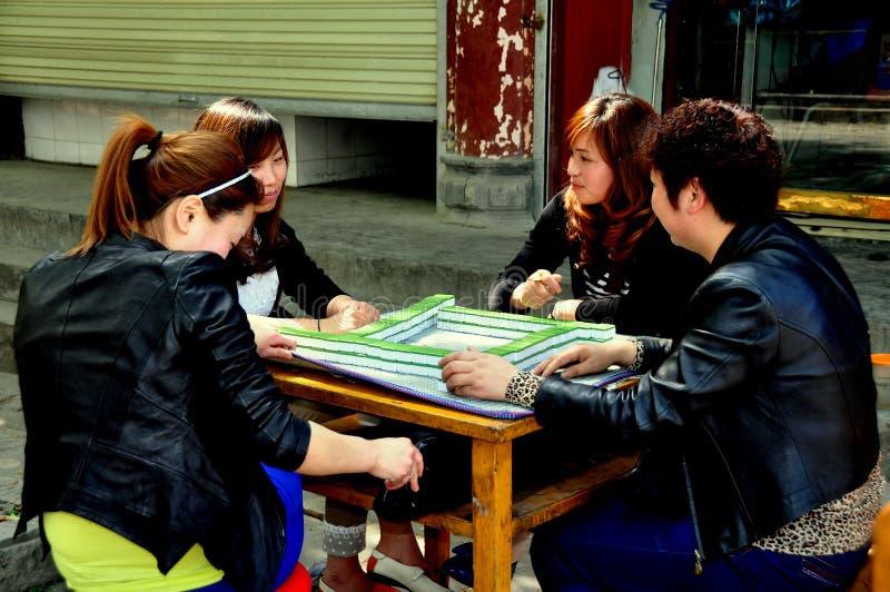 Vieille ville de Pixian, Chine : Femmes jouant Mahjong photos libres de droits
