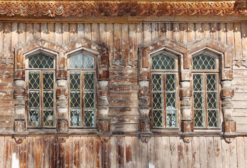 Quatre fenêtres en bois - détail de cathédrale orthodoxe de trinité sainte images stock