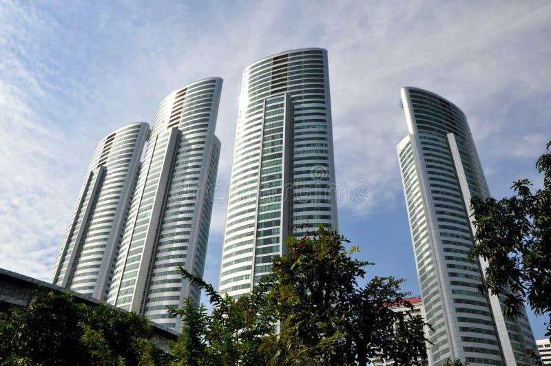 Quatre gratte-ciel au bord de la rivière Chao Phraya images libres de droits