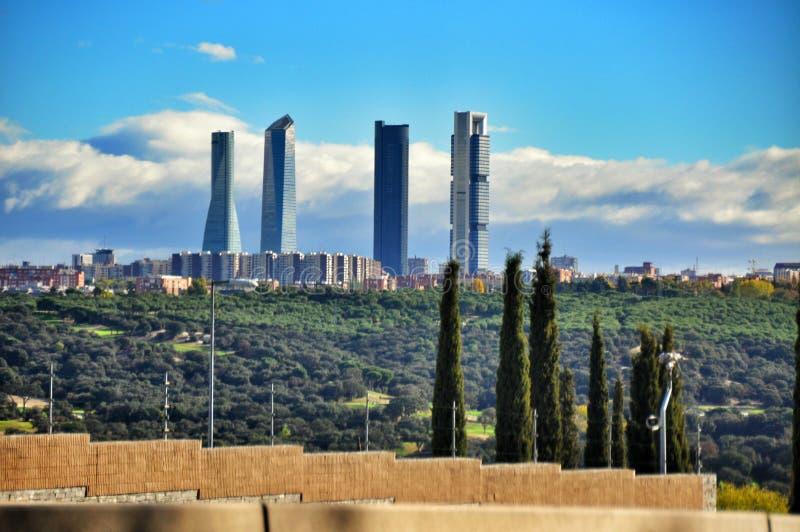 Quatre gratte-ciel de tours à Madrid, Espagne photographie stock