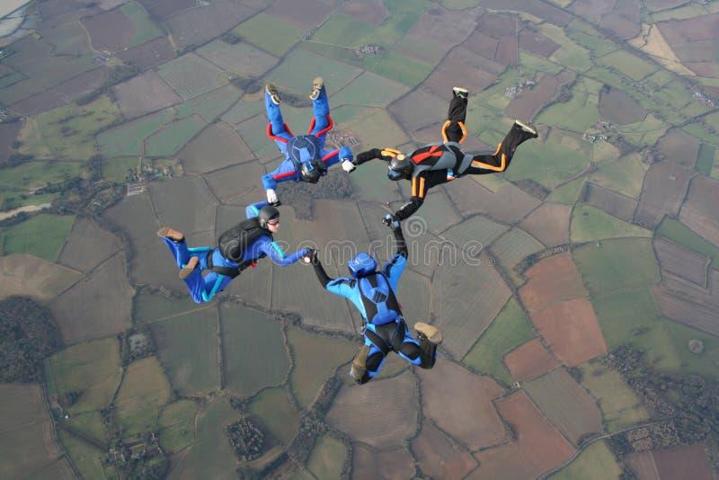Quatre skydivers image stock