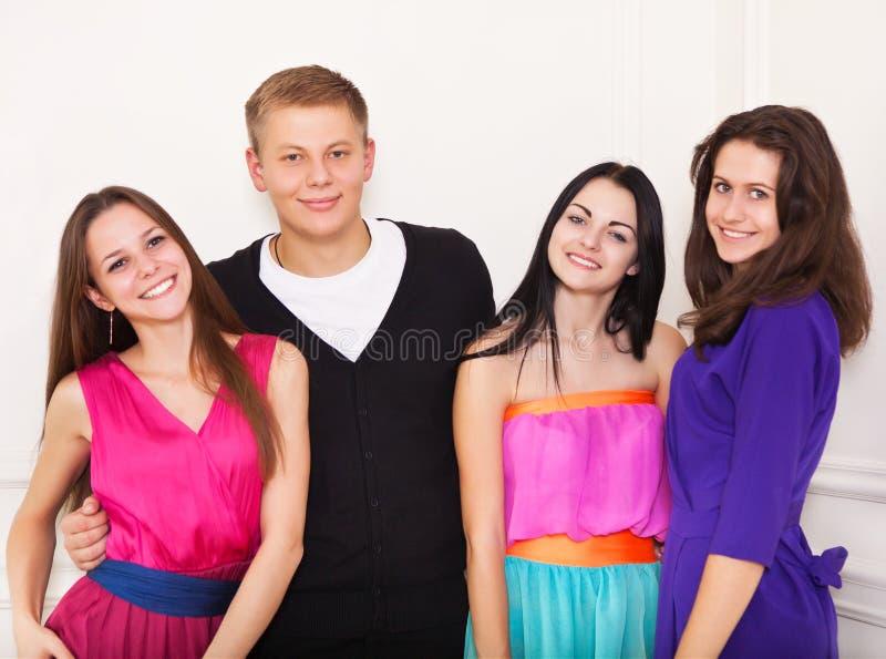 Quatro amigos adolescentes felizes foto de stock