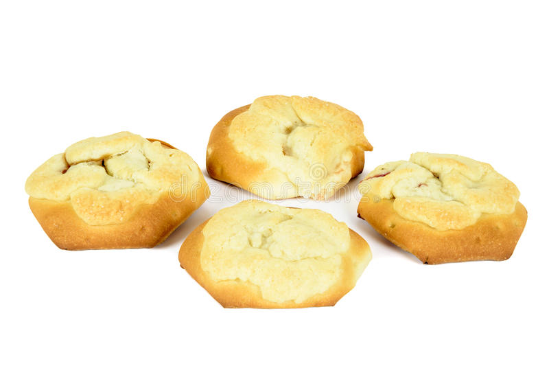 Quatro bolos enchidos com a ameixa isolada no fundo branco fotografia de stock