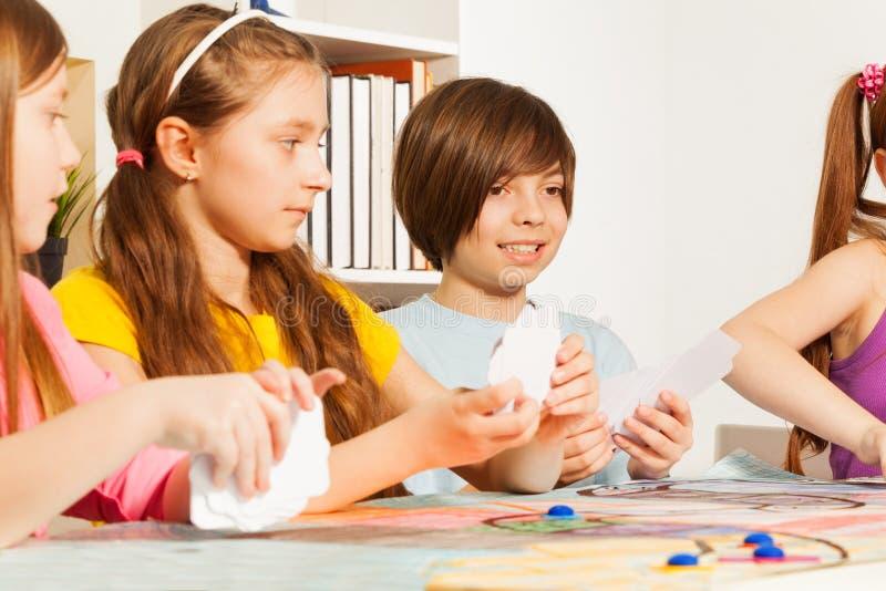 Quatro cartões de jogo das crianças para um passatempo imagens de stock