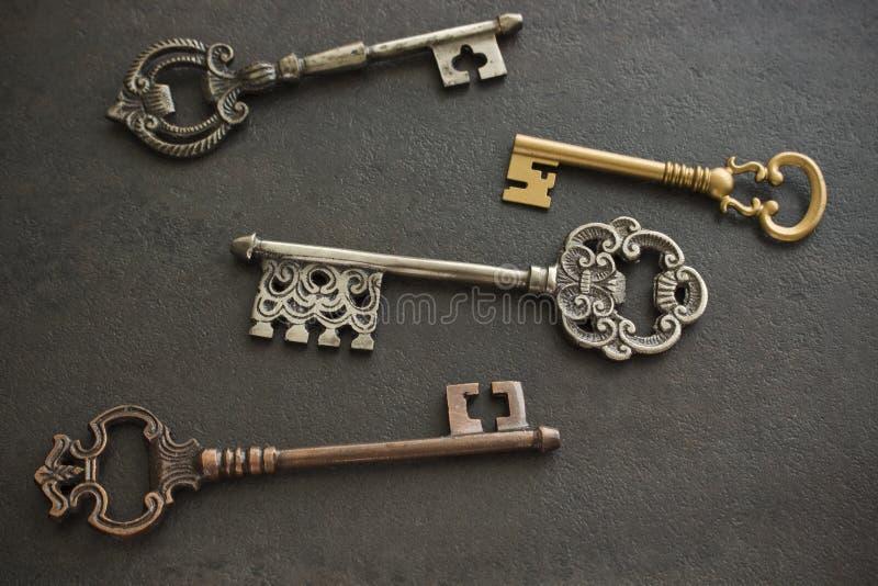 Quatro chaves antigas fotografia de stock