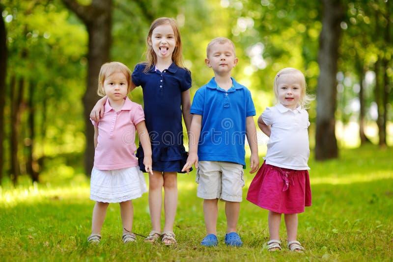 Quatro crianças entusiasmado imagem de stock royalty free