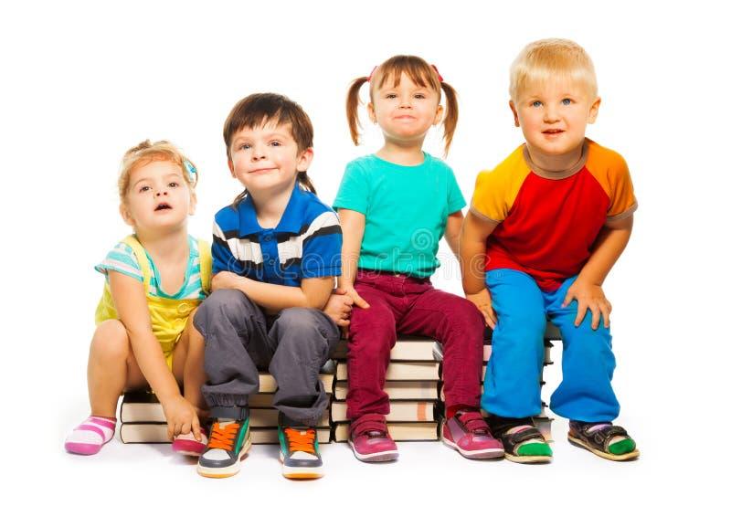 Quatro crianças inteligentes imagem de stock