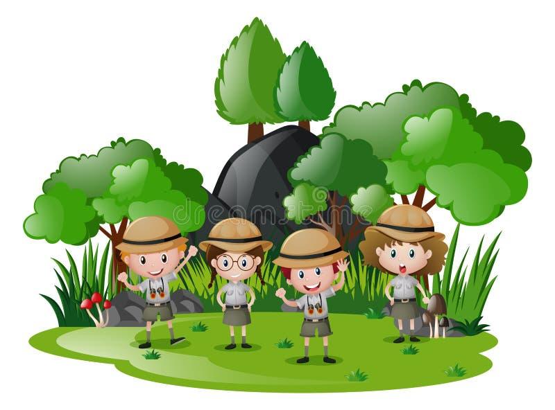 Quatro crianças no safari equipam ter o divertimento na floresta ilustração stock