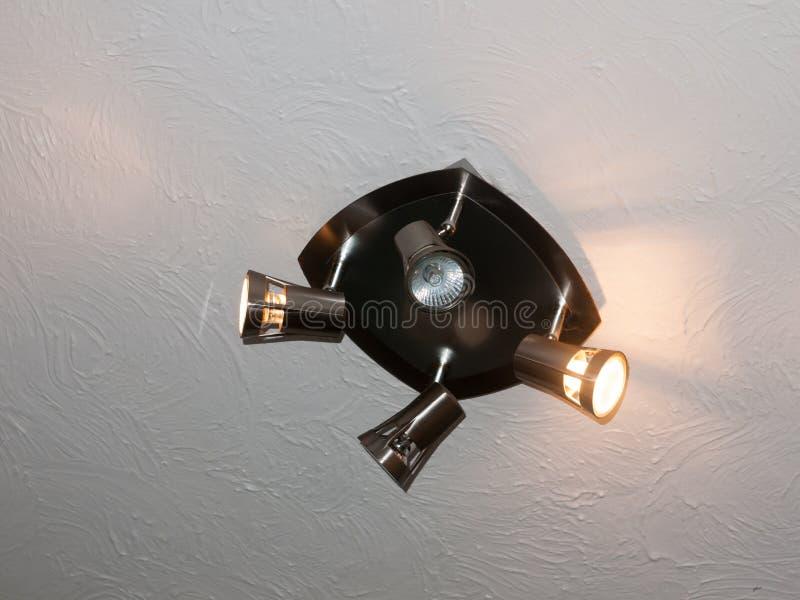 Quatro dirigiram o teto brilhante da lâmpada do metal acima acima sobre fotos de stock royalty free
