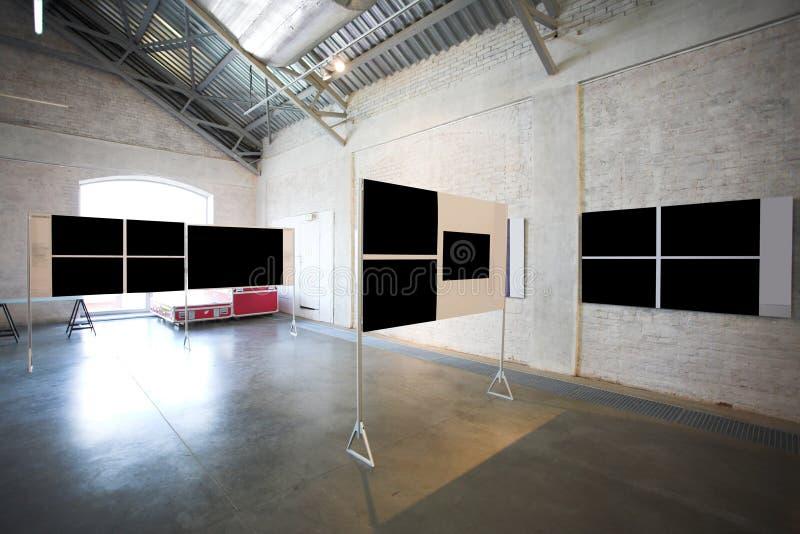Quatro grandes bandeiras pretas vazias fotografia de stock