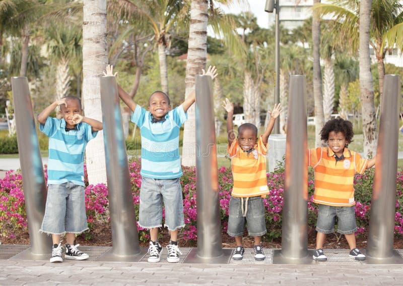 Quatro irmãos no parque imagens de stock royalty free