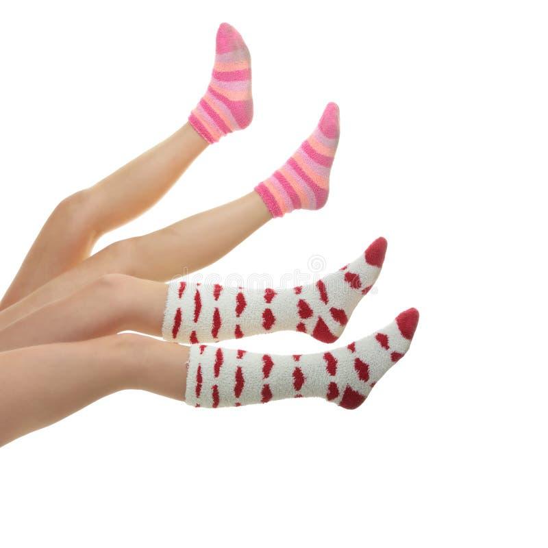 Quatro pés com peúgas coloridas imagem de stock royalty free