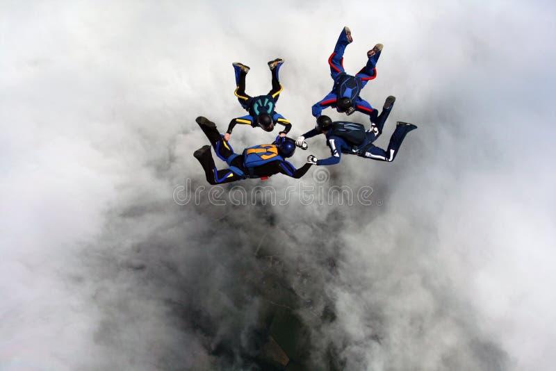 Quatro Skydivers fotografia de stock