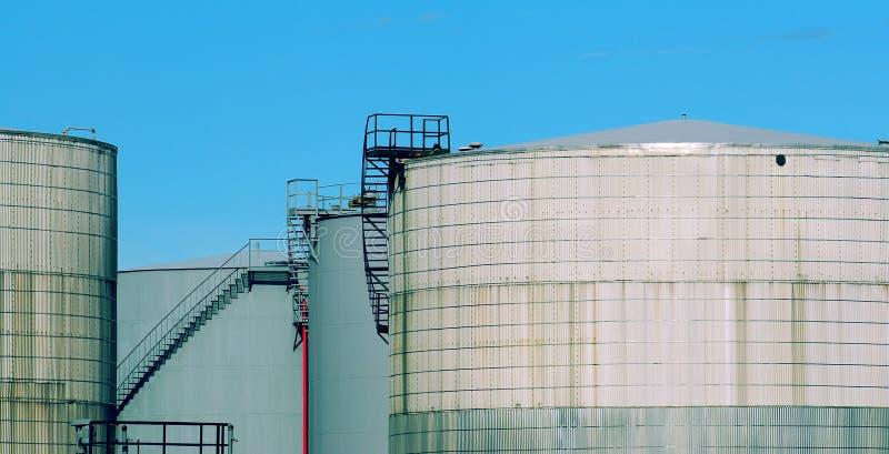Quatro tanques de petróleo fotografia de stock