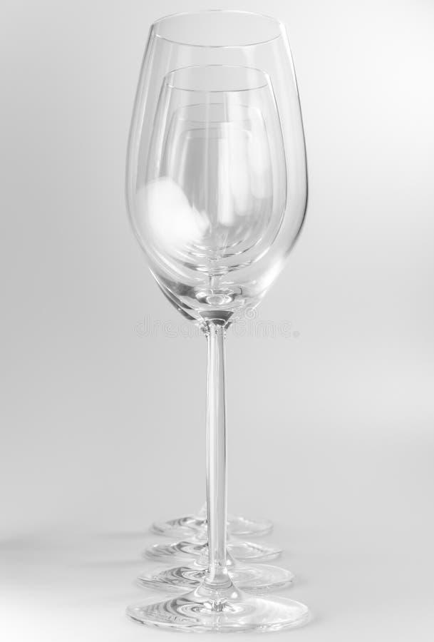 Quatro vidros de vinho de cristal imagens de stock