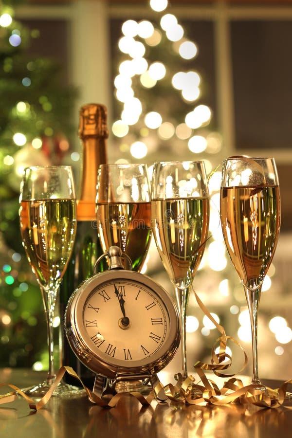 Quatro vidros do champanhe prontos por o ano novo imagem de stock royalty free