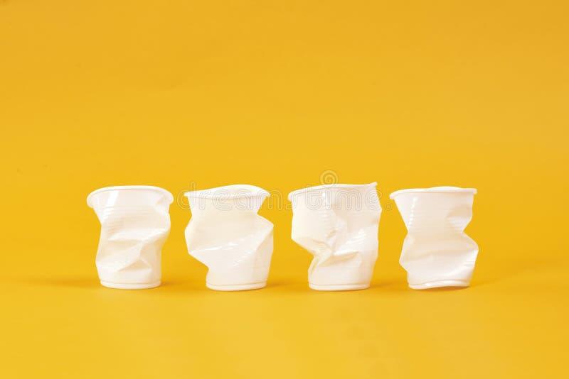 Quatro xícaras de plástico descartáveis seguidas imagem de stock royalty free