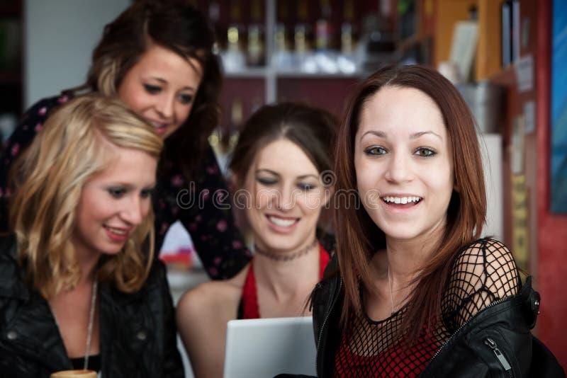 Quattro amici felici fotografia stock libera da diritti