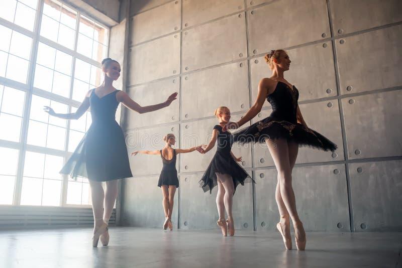 Quattro belle ballerine immagine stock libera da diritti