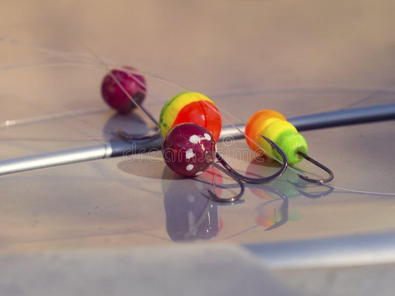 Quattro buoni galleggianti variopinti con i ganci per pescare immagini stock libere da diritti