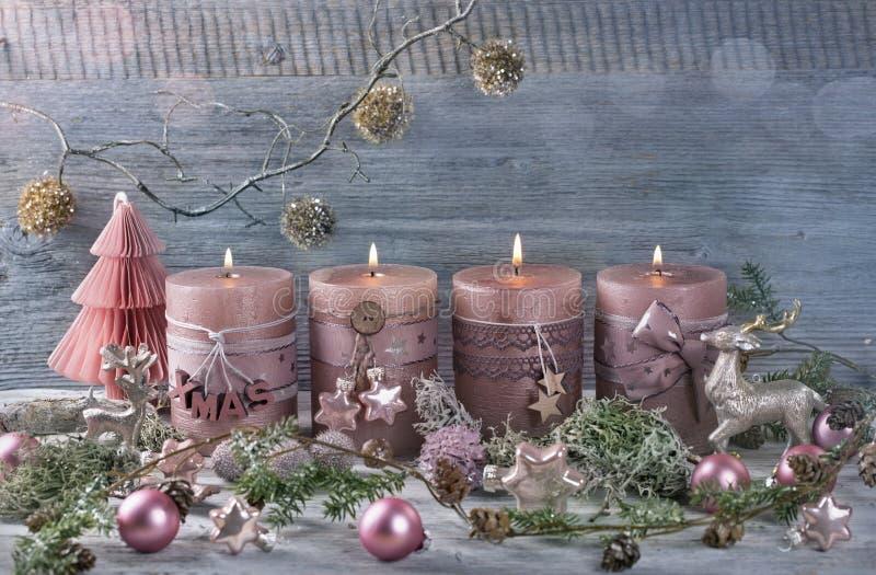 Quattro candele rosa di natale immagini stock libere da diritti
