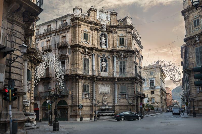 Quattro Canti (cuatro esquinas) en Palermo, Sicilia, Italia fotografía de archivo