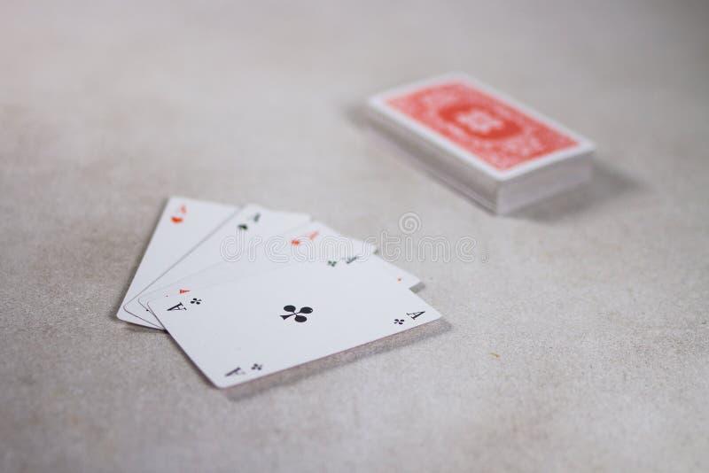 Quattro carte degli assi su Gray Grey White Background immagine stock libera da diritti