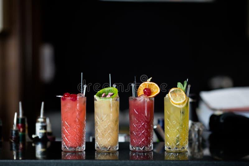 Quattro cocktail di frutta fantastici immagini stock libere da diritti