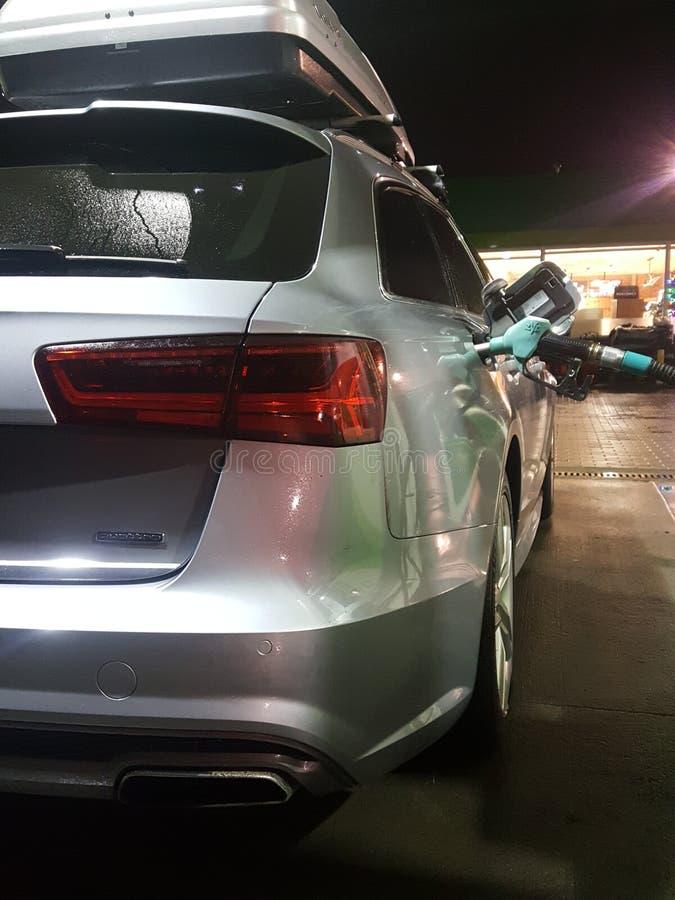 Quattro de Audi na estação do óleo foto de stock royalty free