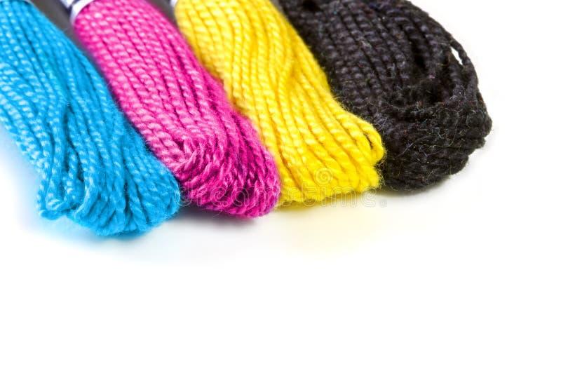 Quattro fili di seta seganti in precomprimono il cmyk di colori fotografie stock