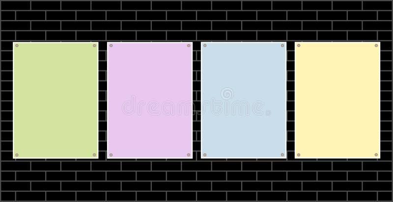 Quattro hanno colorato gli strati di carta per testo su un muro di mattoni royalty illustrazione gratis
