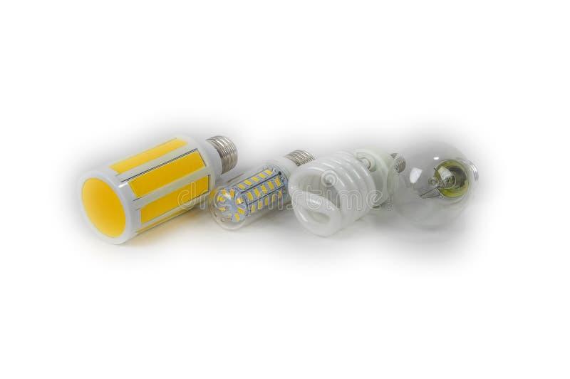Quattro lampade elettriche isolate, una lampada di incandescenza, fluorescente, LED immagine stock libera da diritti