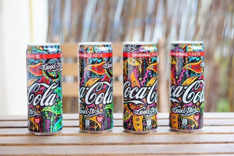 Quattro latte della coca-cola immagini stock
