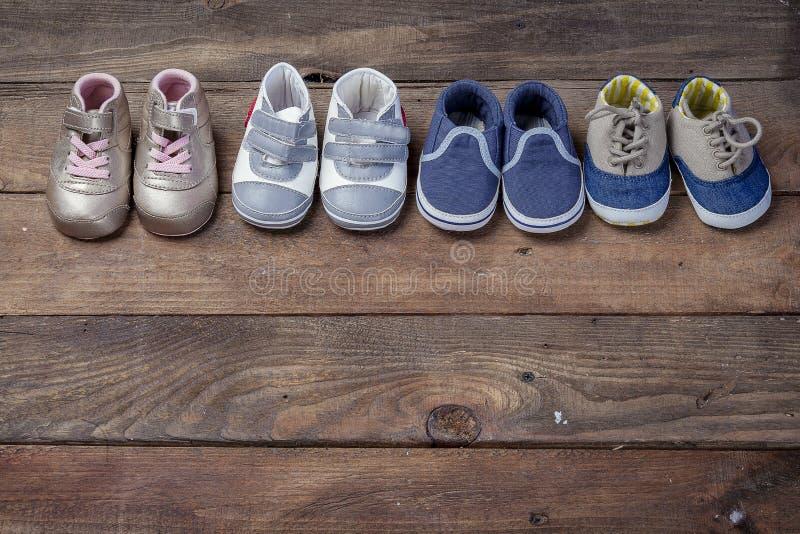 Quattro paia dei bottini del bambino fotografie stock