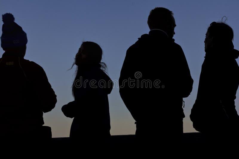 Quattro siluette al tramonto immagini stock libere da diritti