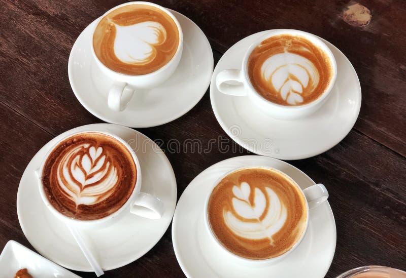 Quattro tazze di caffè in una tazza bianca fotografia stock libera da diritti