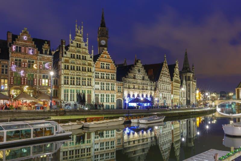 Quay Graslei en la ciudad en la tarde, Bélgica de Gante fotografía de archivo