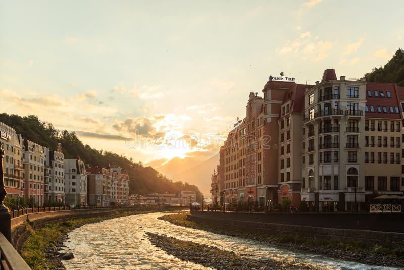 Quay Rosa Khutor al tramonto Sochi, Russia immagine stock