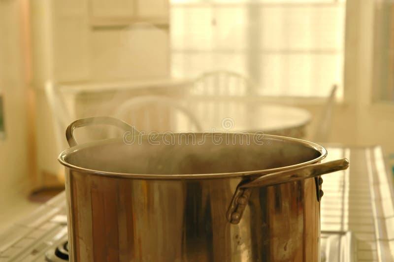 Download Que está cozinhando? imagem de stock. Imagem de cozinheiro - 51323