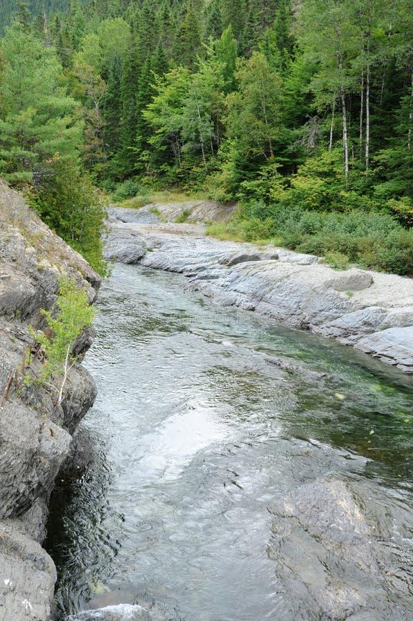 Quebec, Assemetquagant rzeka w Matapedia w Gaspesie obraz stock