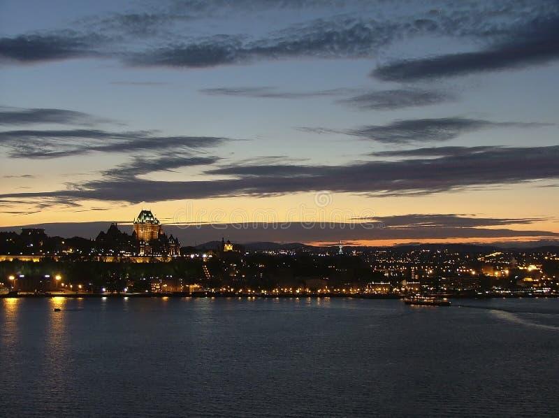 Quebec City en la oscuridad imagen de archivo