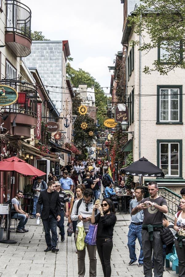 Quebec City Kanada 13 09 2017 personer i lägre stad gamla Quebec, en av de turist- dragningarna är en UNESCOarvplats royaltyfri fotografi