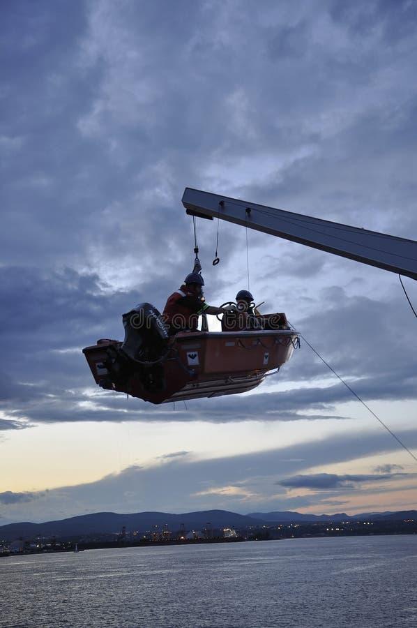 Quebec City 29th Juni: Resque fartyg på luft från Quebec City vid natt i Kanada royaltyfria bilder