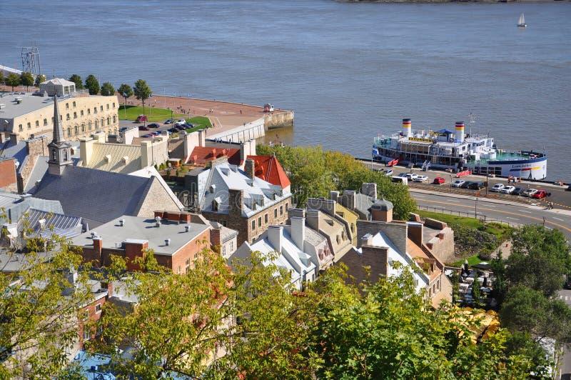 Quebec City und Fluss Str stockfotos