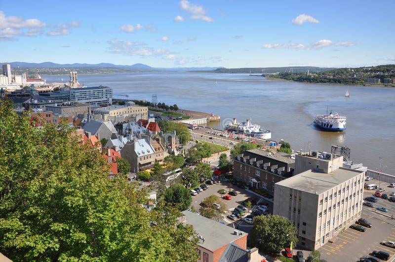 Quebec City und Fluss Str lizenzfreie stockbilder