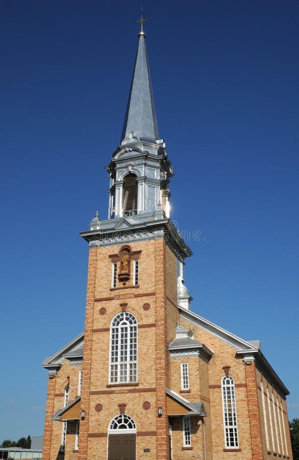 Quebec, de historische kerk van Tracadieche carleton stock afbeeldingen
