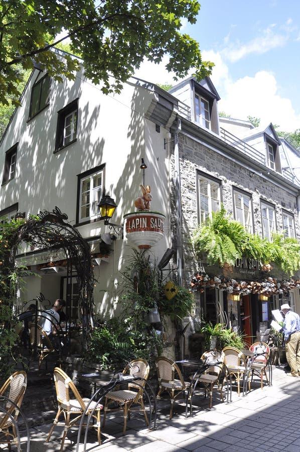 Quebec, 28 Juni: Het terras van Lapinsaute in Historisch Huis van Rue du Champlain in de Oude Stad van Quebec in Canada royalty-vrije stock foto's