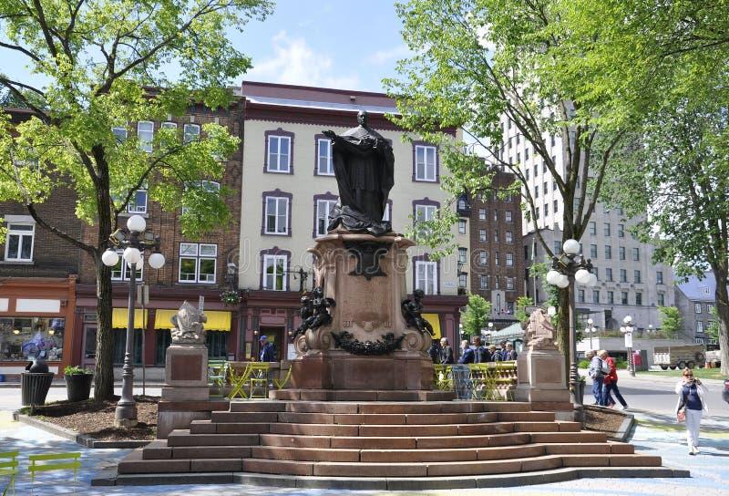 Quebec, am 29. Juni: Parken Sie Platz d ` Armes-Monument von altem Québec-Stadt in Kanada lizenzfreie stockbilder